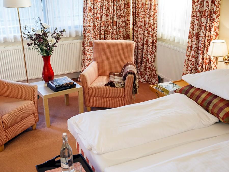 Hotelzimmer Wohn und Schlafbereich