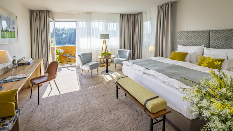 Hotelzimmer Wohn- und Schlafbereich